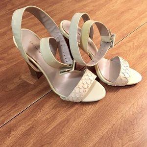 Karen Millen sandals 👡
